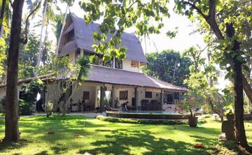 Small Luxury Yoga Retreat - Bali