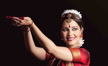 [en:]Bharata Natyam performance and Indian dance workshop[fr:]Spectacle de Bharata Natyam et atelier de danse indienne[:]