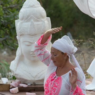 Trish Whelan : Tara Kaur