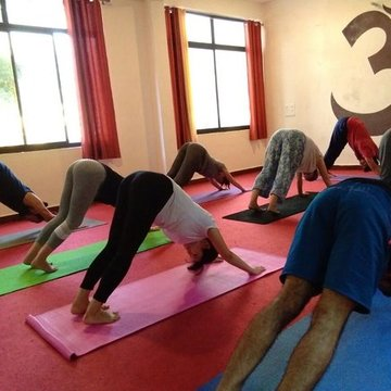 Residential Yoga and Meditation Retreat in Rishikesh - India