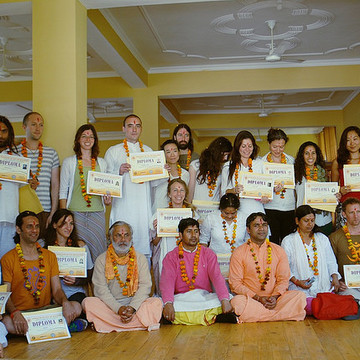 200 Hours Yoga Teacher Training in Rishikesh