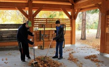 Hearts and Hands – Fall Clean-Up