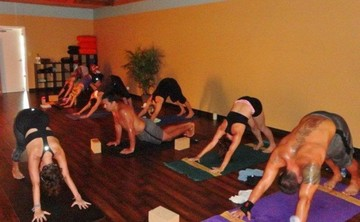 Spring Special Pricing: 200 Hour YTT Intensive – May 23rd to June 17th (Tuition & Books Only – No Lodging)
