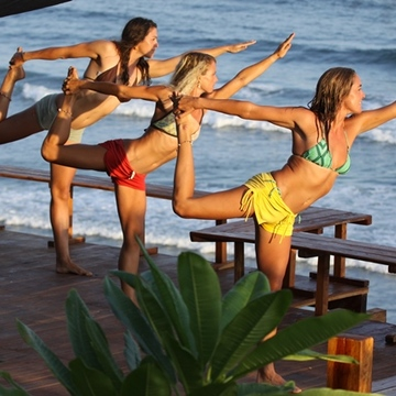 SwellWomen El Salvador Surf & Yoga