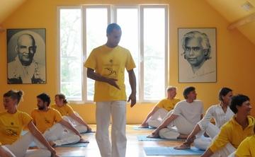 [en:]Teachers' Training Course – December[fr:]Formation de Professeurs de yoga – décembre[:]